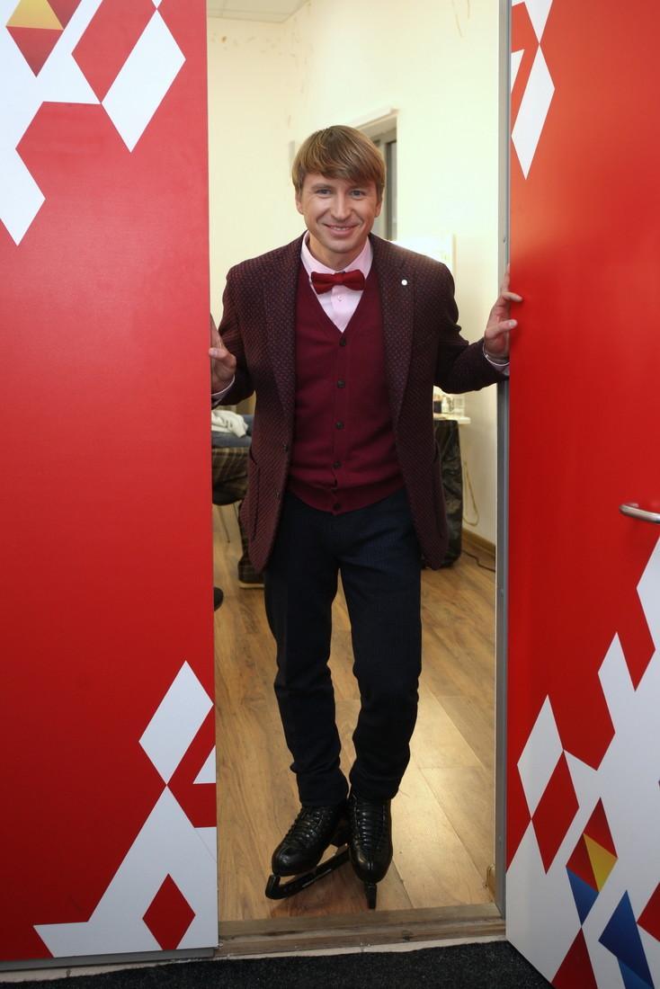 Конечно, 6.0! Алексей Ягудин повторил олимпийскую программу «Зима» на роликах в своем дворе