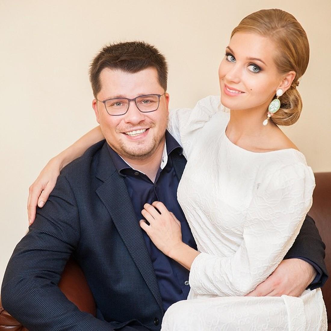 Расписались и пошли есть картошку с курицей: Кристина Асмус вспомнила свадьбу с Гариком Харламовым