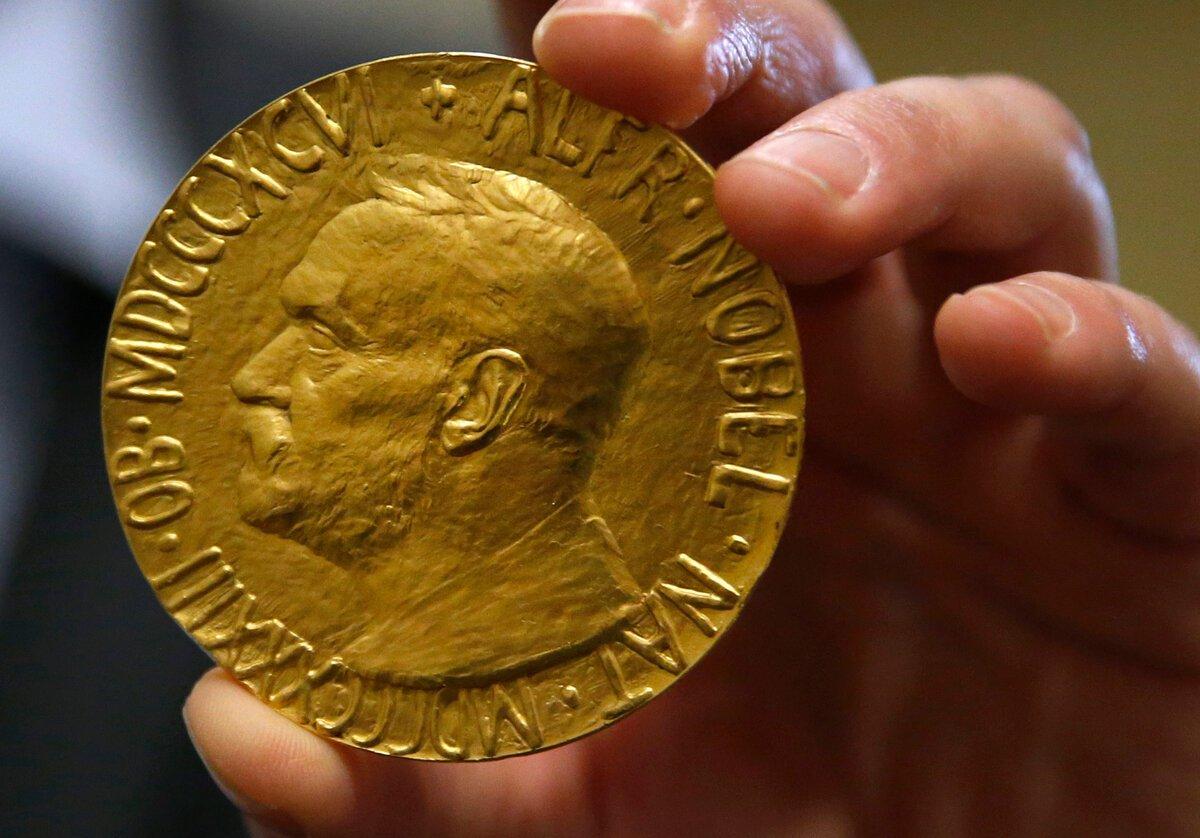 Триумф британских ученых! Им вручили Нобелевскую премию по медицине