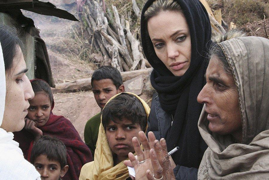 Анджелина Джоли с гуманитарной миссией