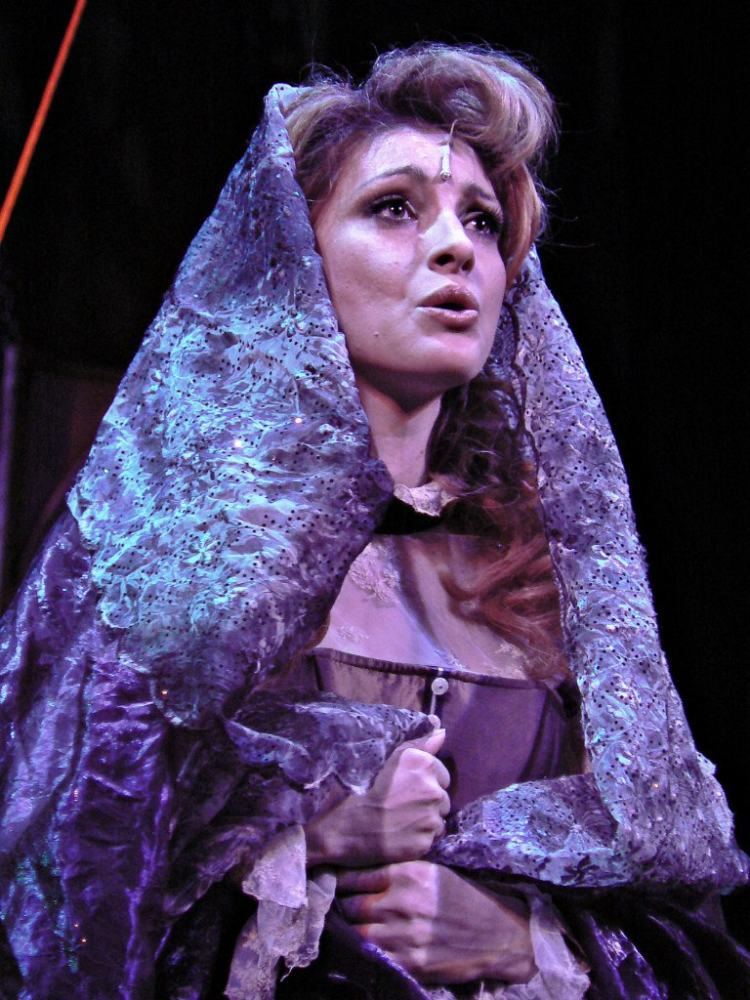 Анастасия Макеева на сцене
