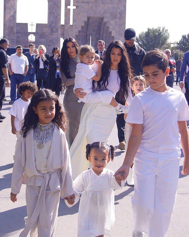 Ким Кардашьян крещение детей