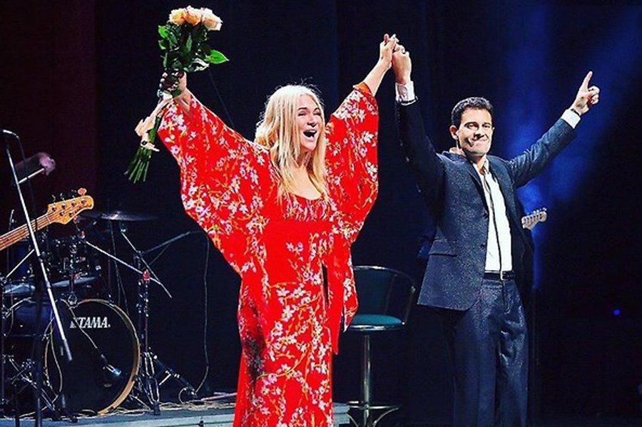 Виктория Макарская с мужем на сцене