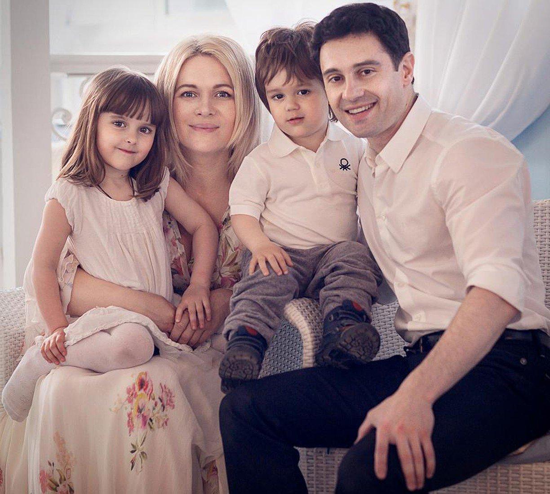 Виктория Макарская с мужем и детьми