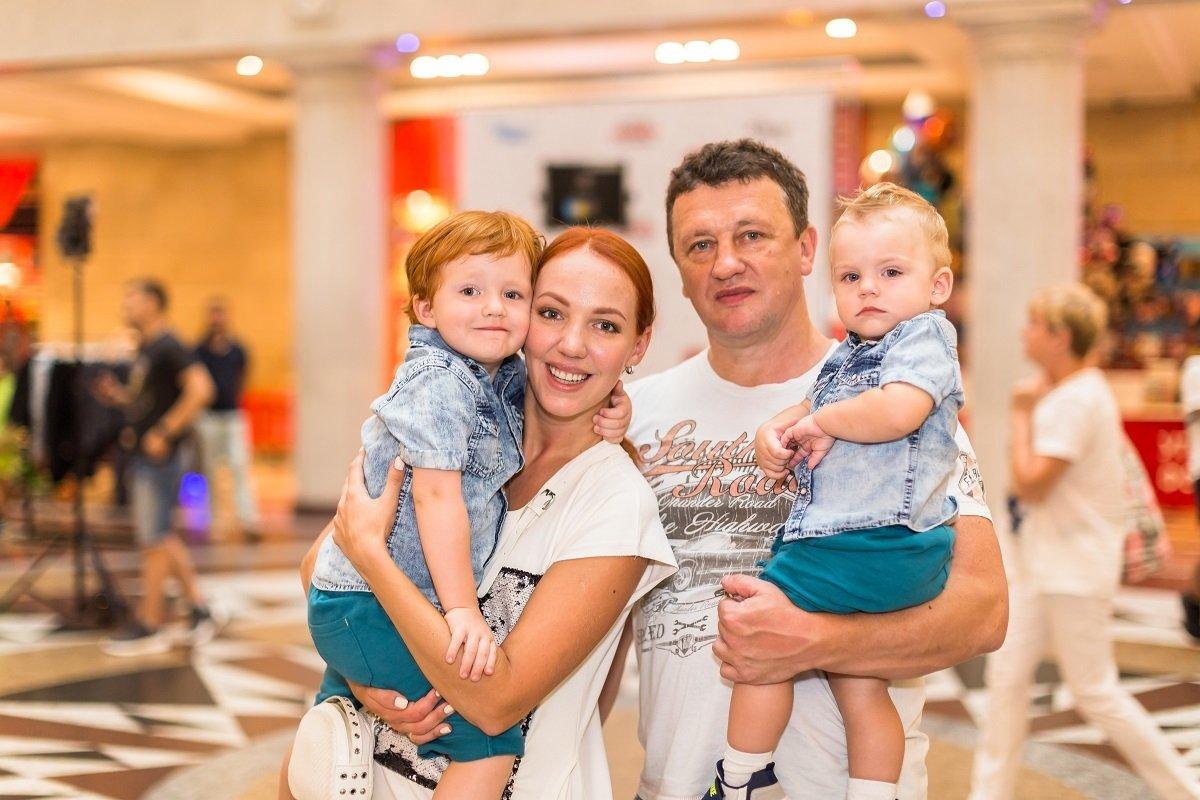 Галина Боб с мужем и детьми