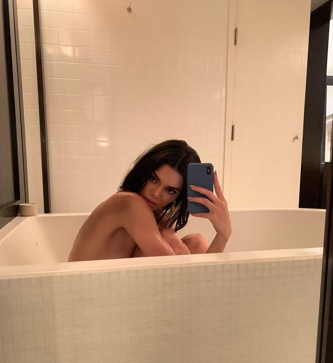 Как ухаживать за телом, чтобы выглядеть как Ирина Шейк? Три простых рецепта в ванной