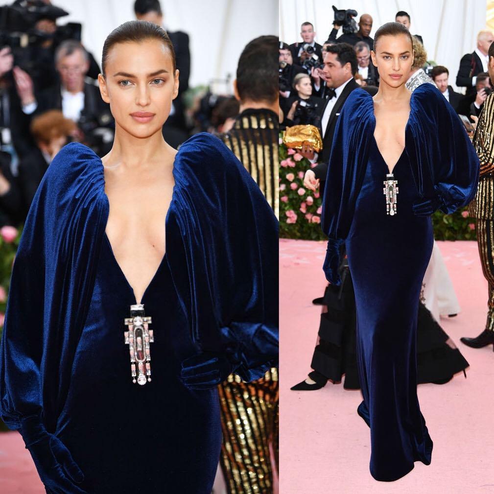 Ирина Шейк на Met Gala-2019  в бархатном платье британского модного дома Burberry