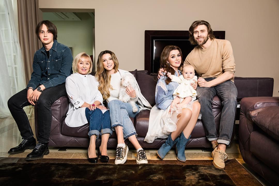 Петр Чернышев со своей семьей