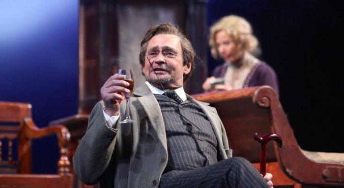 Александр Домогаров в своем спектакле