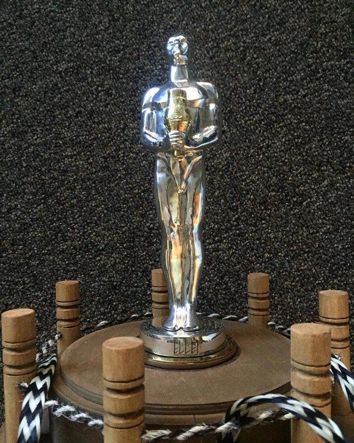 Серебряная статуэтка подаренная Леонардо ДиКаприо