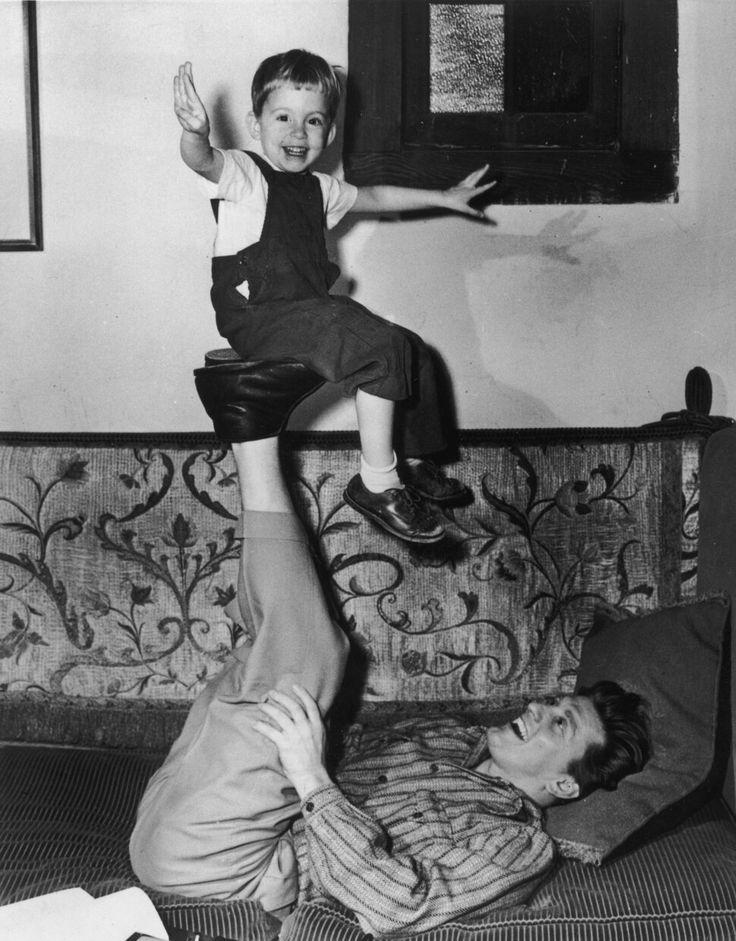 Кирк Дуглас и маленький Майкл