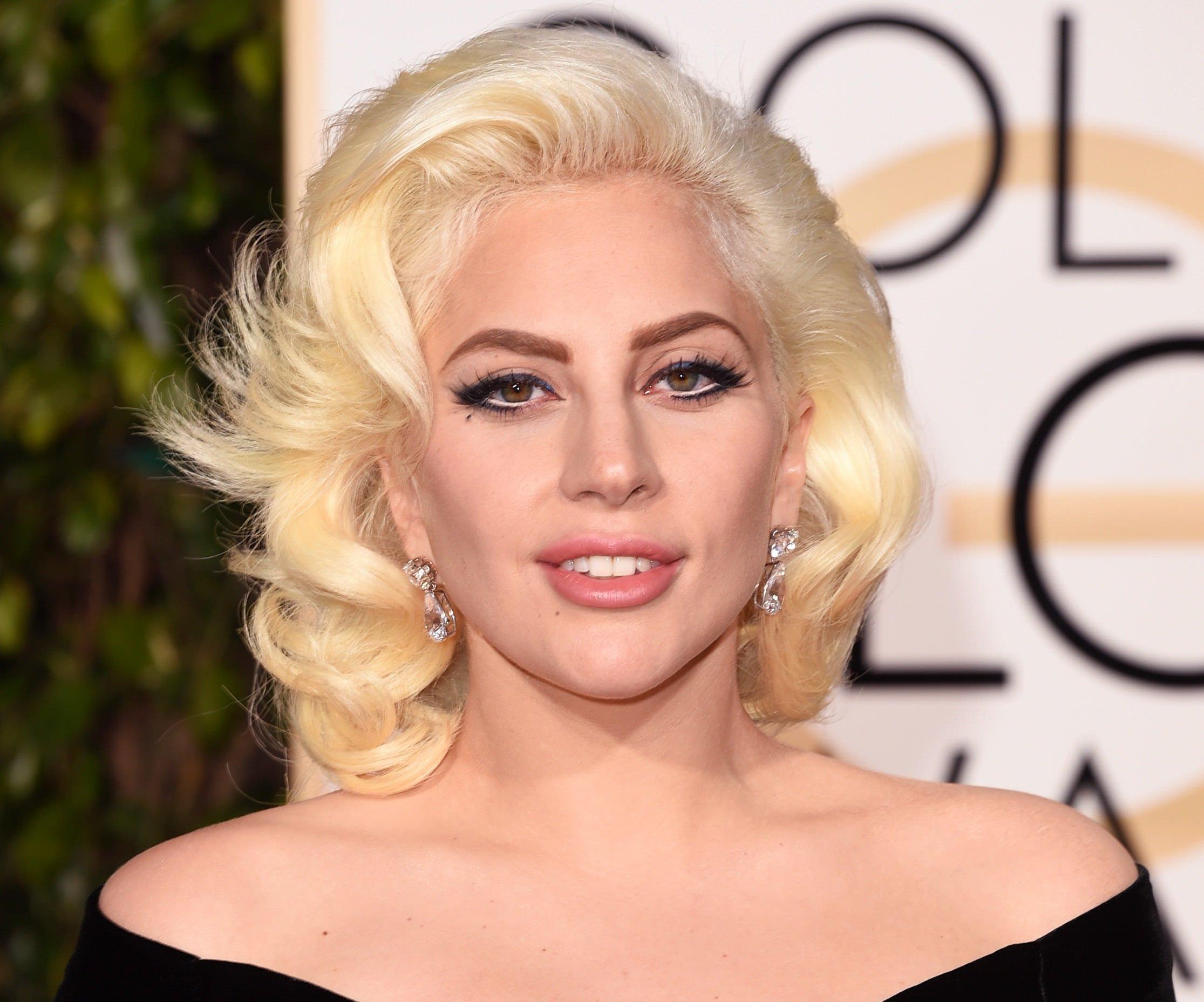 Леди Гага на церемонии Golden Globes - 2016