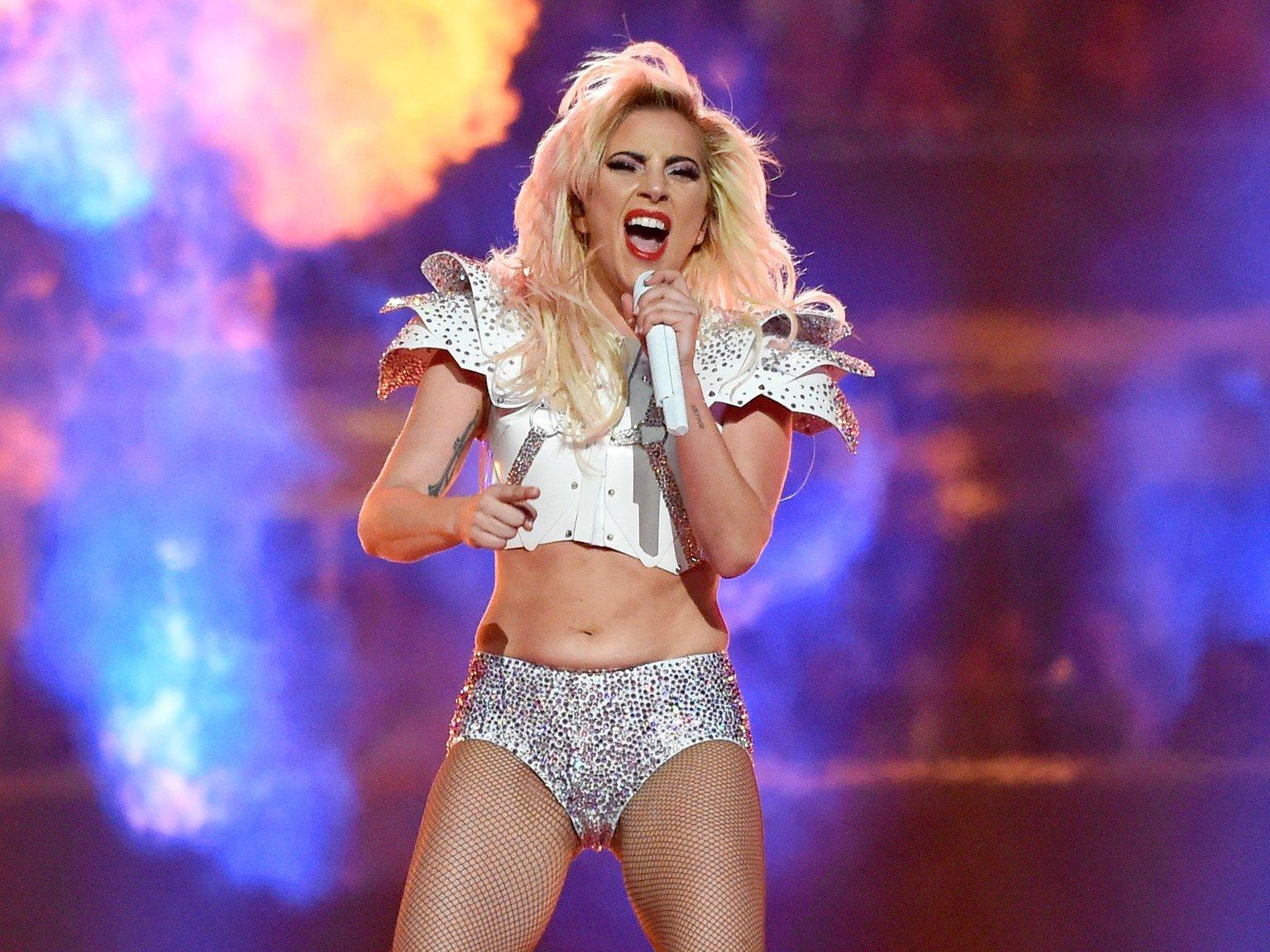 Леди Гага во время выступления