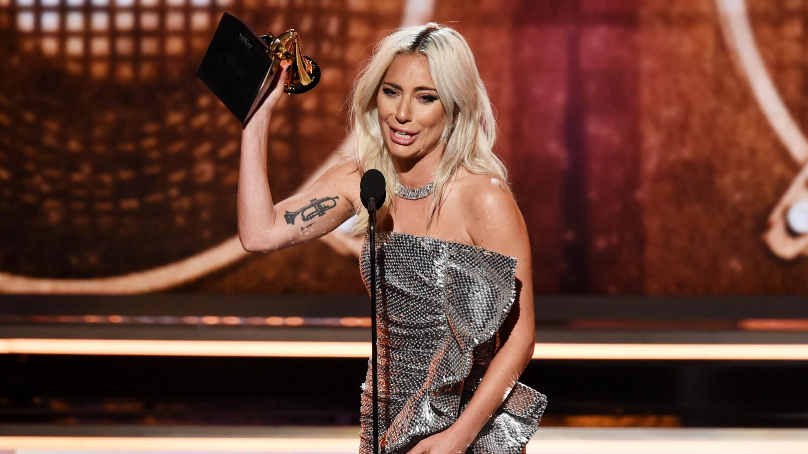 Леди Гага получила награду на премии