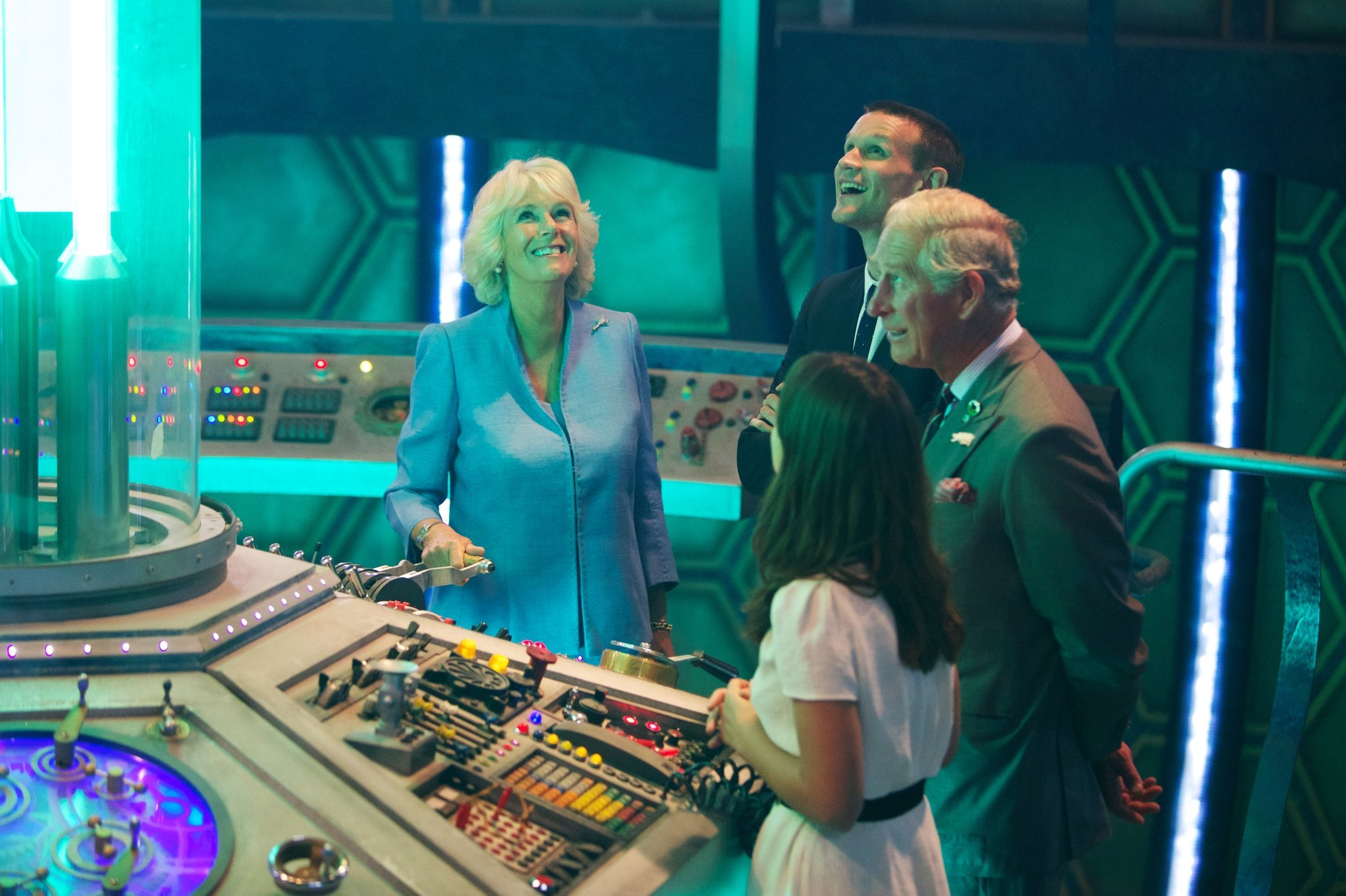 Принц Чарльз и герцогиня Камилла на съемочной площадке сериала