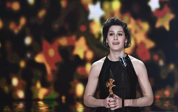 Ирина Горбачева получает награду