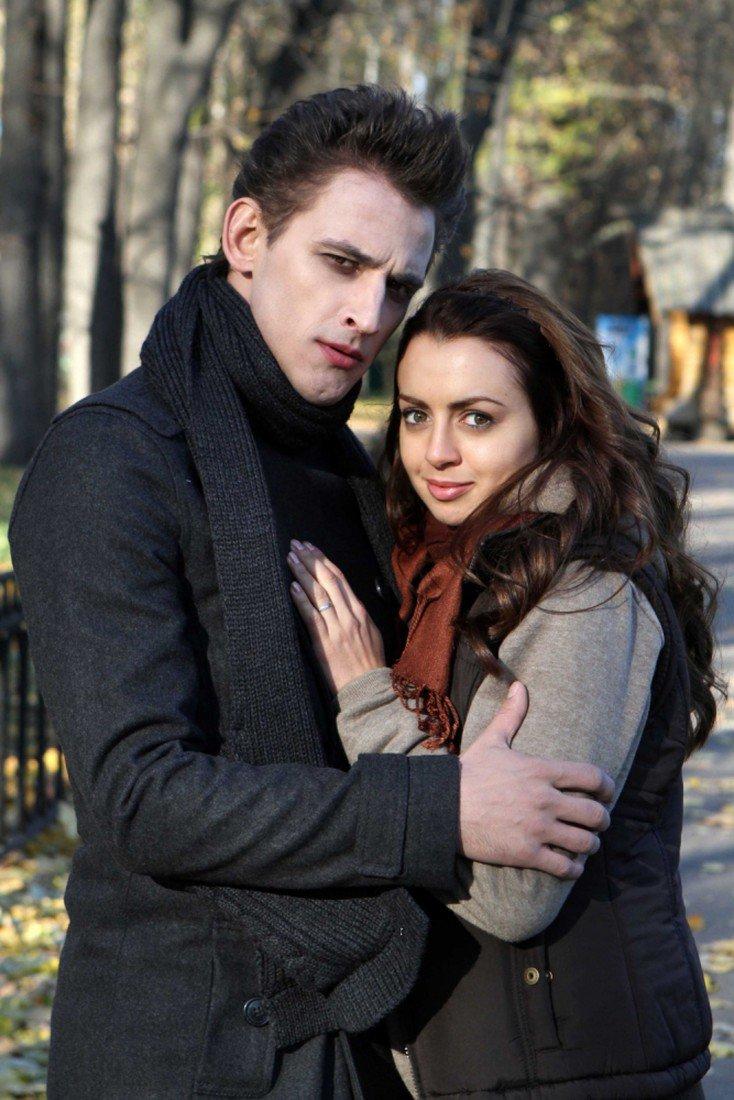 Актеры в образе вампира Эдгара и его возлюбленной в скетч - шоу
