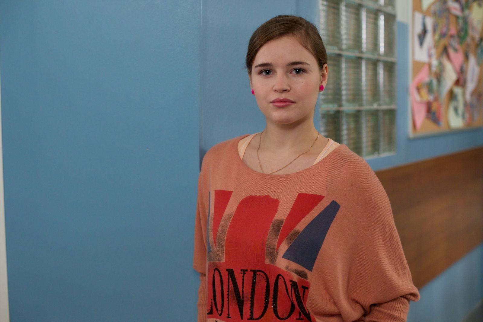 Полина Гренц в образе Сани Мамаевой из сериала
