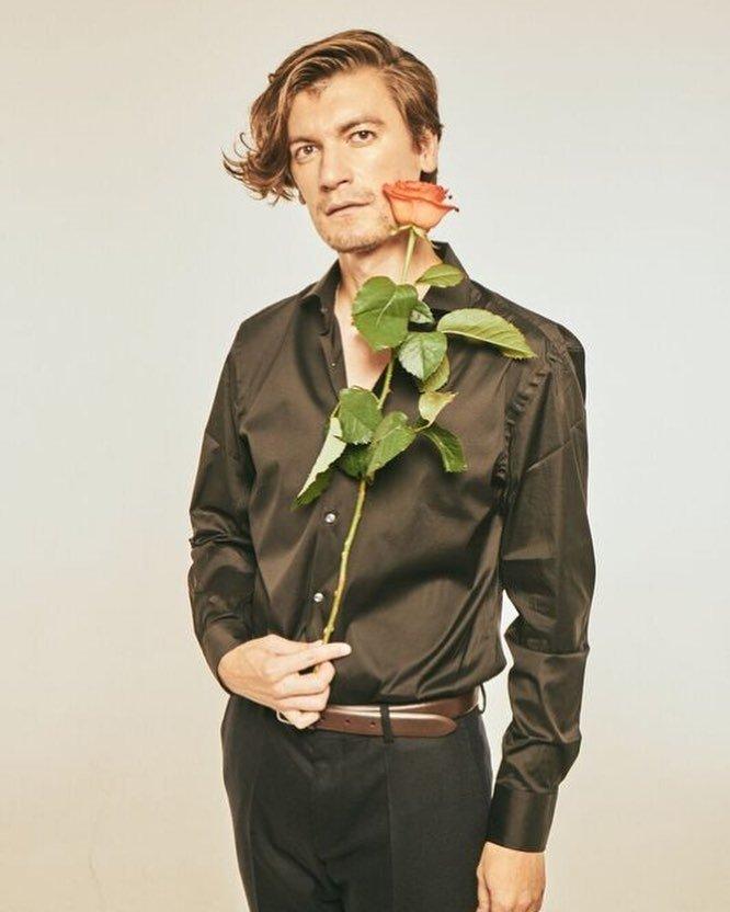 Александр Гудков с розой