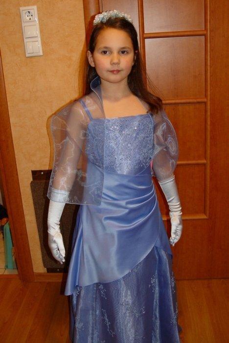 НОВОЕ американское платье с аксессуарами (шарфик, ободок, перчатки) на р.140-146 цена 3500 руб. у модели рост 134