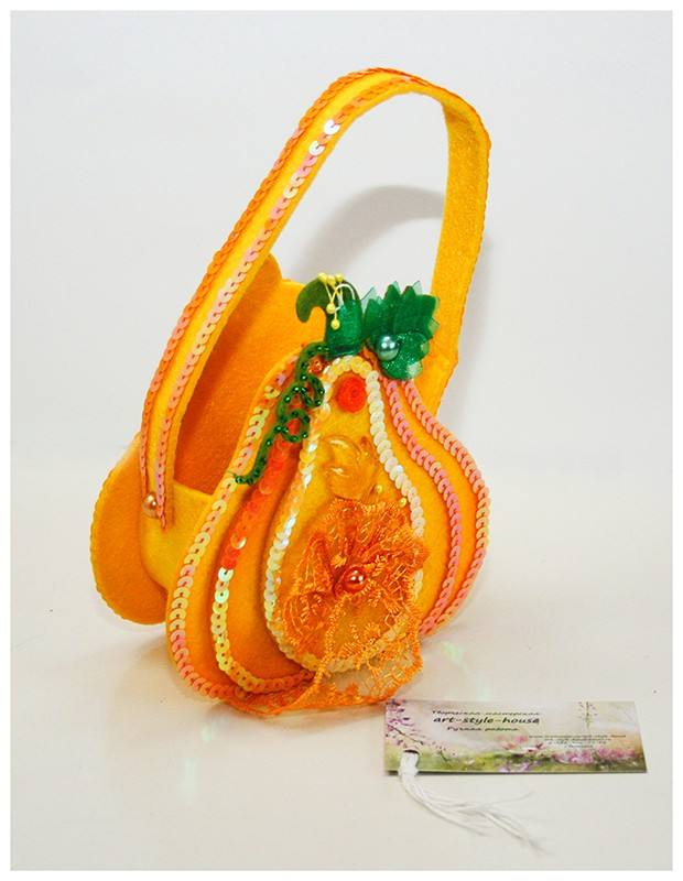Автор: xPANTERAx, Фотозал: Мое хобби, Декоративная корзиночка из фетра. Украшена кружевом, карбюшонами, паетками