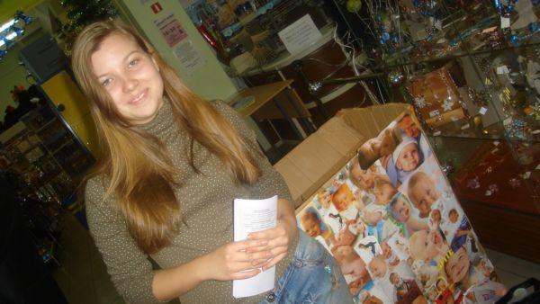 Замечательная девочка Надя - отзывчивая и очень ответственная! Именно она обклеила все коробки и организовала своих друзей и одноклассников на волонтерство в магазинах