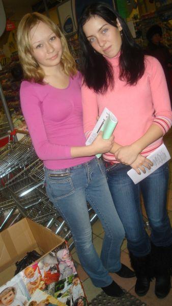 Школьницы-волонтерки в Караване на Новобульварной