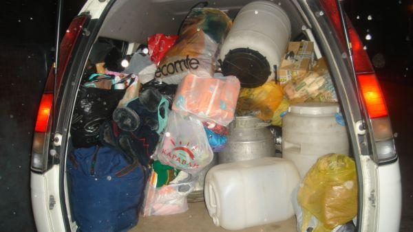 Вот так выглядел микроавтобус с нашими вещичками (кроме фляг), + еще огромная коробка