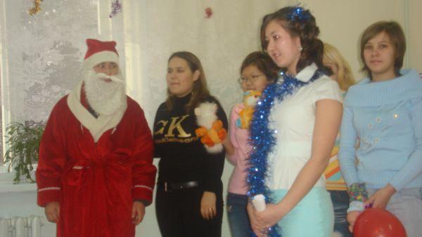 Наша команда: Дед Мороз, Снегурочка и зверюшки - свинка, собачка, лисичка и др.