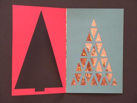 Каждая открытка состоит из трех слоев. Самый нижний слой - бумага с голографическим рисунком. Правда, бумагу я в магазине на нашла и вместо неё использовала подарочные пакеты.