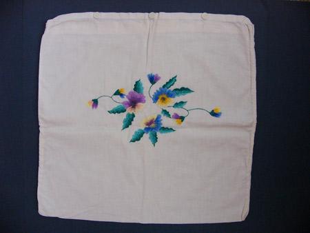 """Эти наволочки вышивала еще моя прабабушка Поля. Очень она была рукодельная. И вышивала, и вязала, и шила. И все эти вещи не были """"поделками"""", их использовали в повседневной жизни. Поэтому, на сегодняшний день почти ничего не сохранилось."""