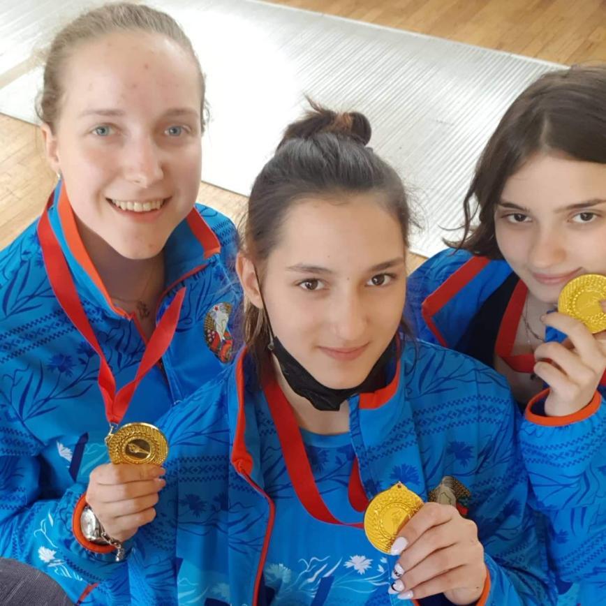 Автор: Мулан, Фотозал: Наши Дети, Катя- чемпионка Беларуси по фехтованию в командном первенстве.