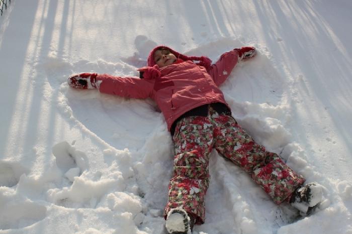 ужасно, человек лежащий на снегу картинки камня