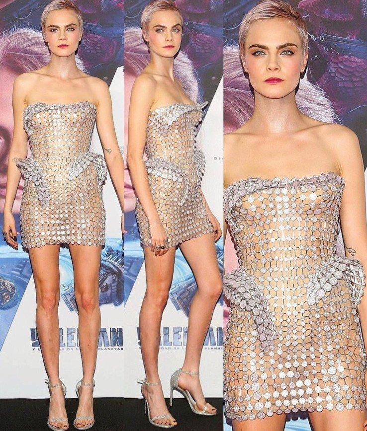 Кара Делевинь облачилась в экстремально короткое платье от Versace