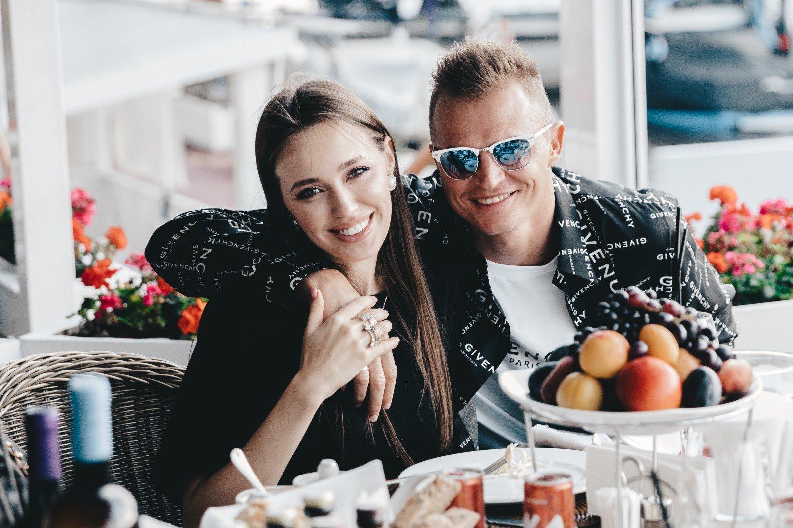 Юлия Барановская  с шоколадным загаром и Тарасов с любимой женой: звезды приобщились к фитнесу