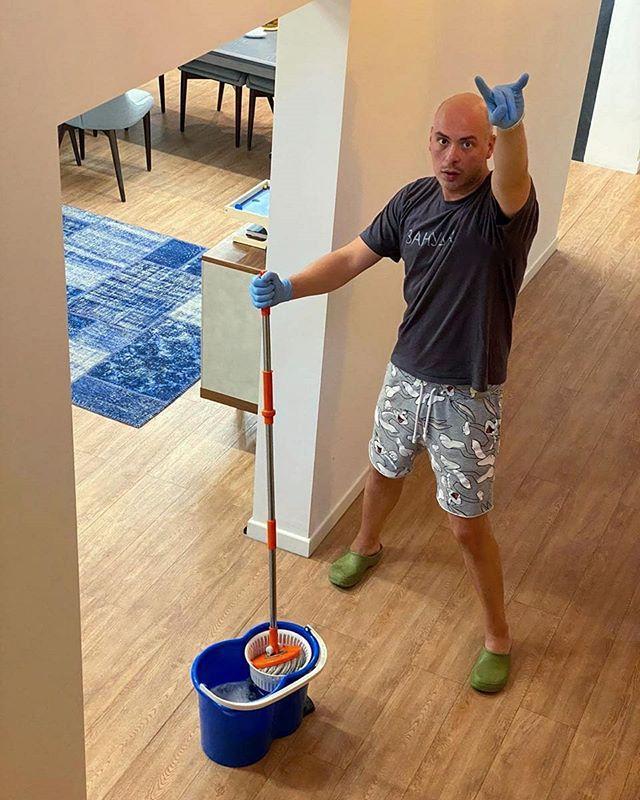 Не думал, что живу в такой грязи: Антон Привольнов дал совет по уборке дома (из личного)