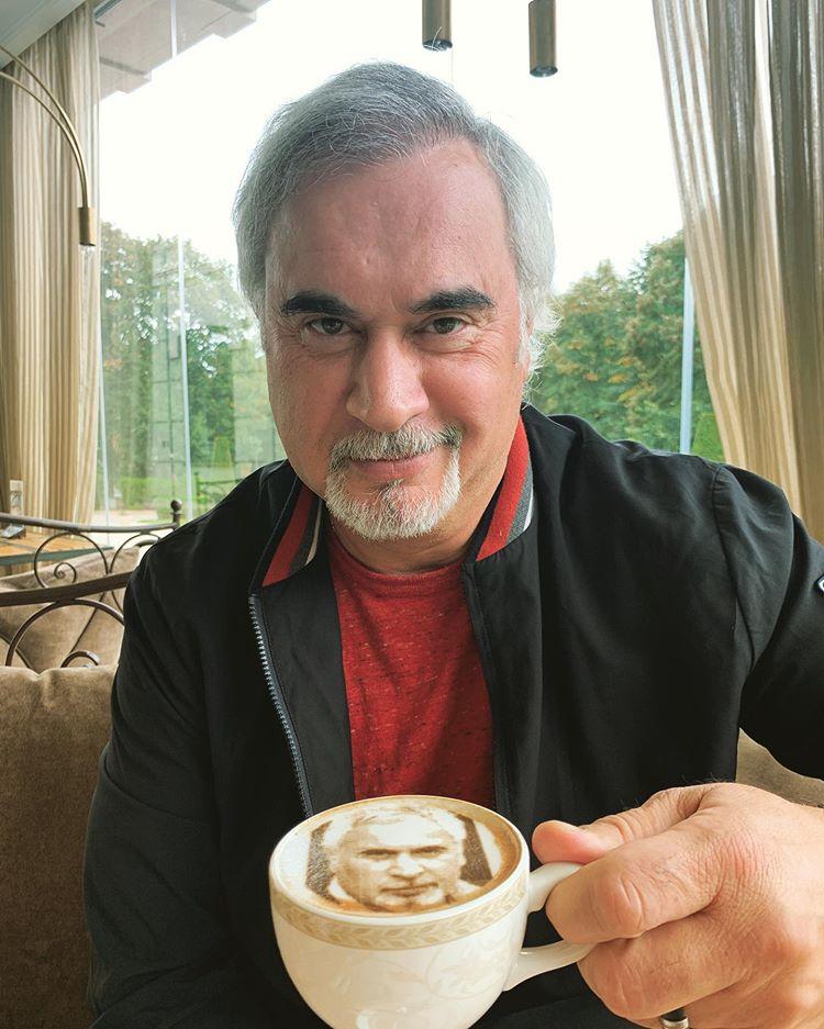 Гляжусь в тебя, как в зеркало! Валерию Меладзе подали кофе с собственным изображением
