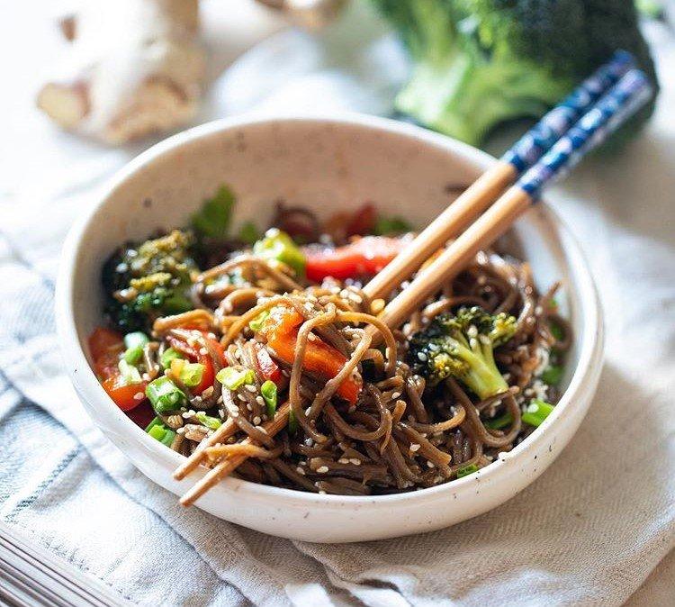 Лапша с овощами: обед в азиатском стиле