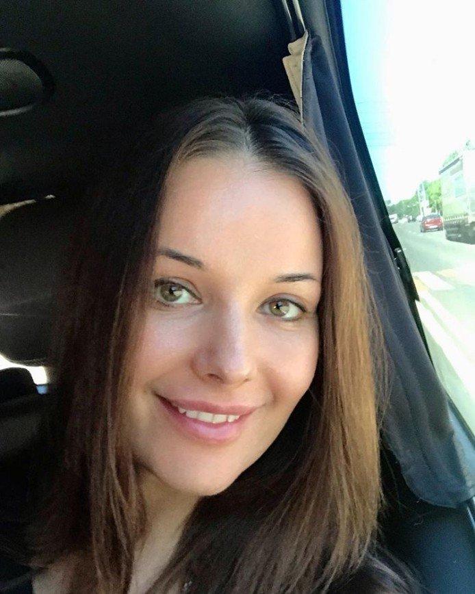 Детское лицо Оксаны Фёдоровой (Мисс Вселенная-2003)