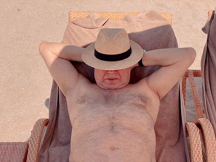 Упустила такого мужчину! 74-летний Евгений Петросян оголил торс на пляже