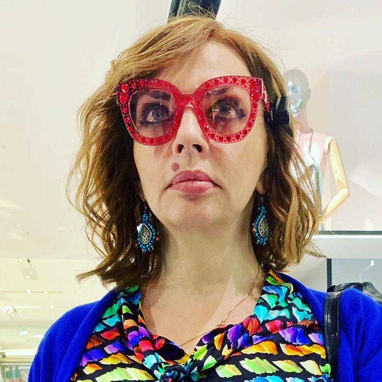 Залежи самоцветов: Екатерина Рождественская изумлена новыми очками Dolce & Gabbana