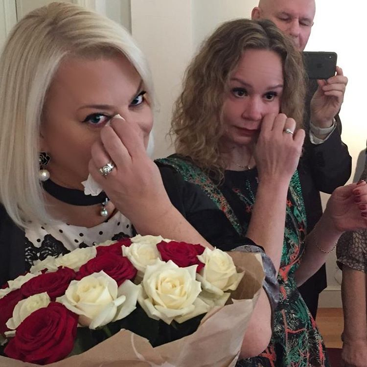 Отдала в хорошие руки! Яна Поплавская женила младшего сына (и всплакнула по этому случаю!)