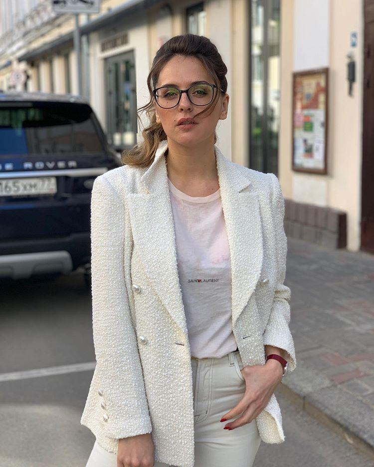Звезда «Сладкой жизни» Мария Шумакова показала фигуру в ретробикини