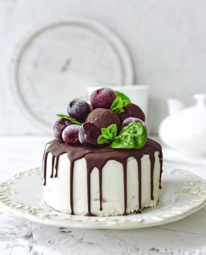 Веганские радости: полезный торт на основе кешью с вишней