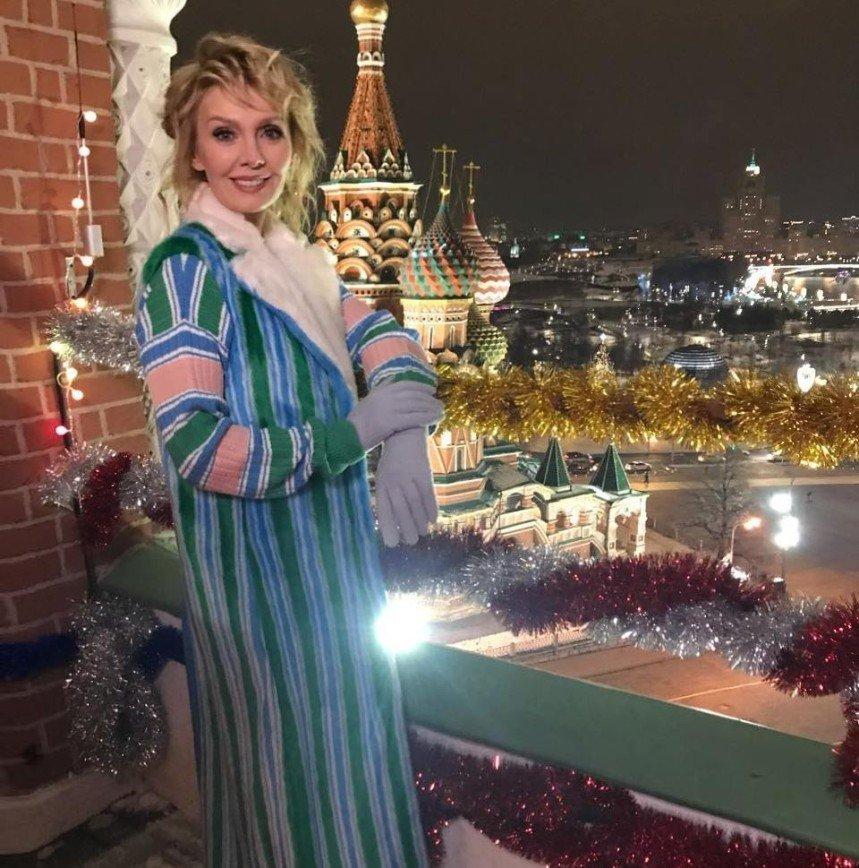 Валерия показала стильный зимний наряд нестандартной расцветки