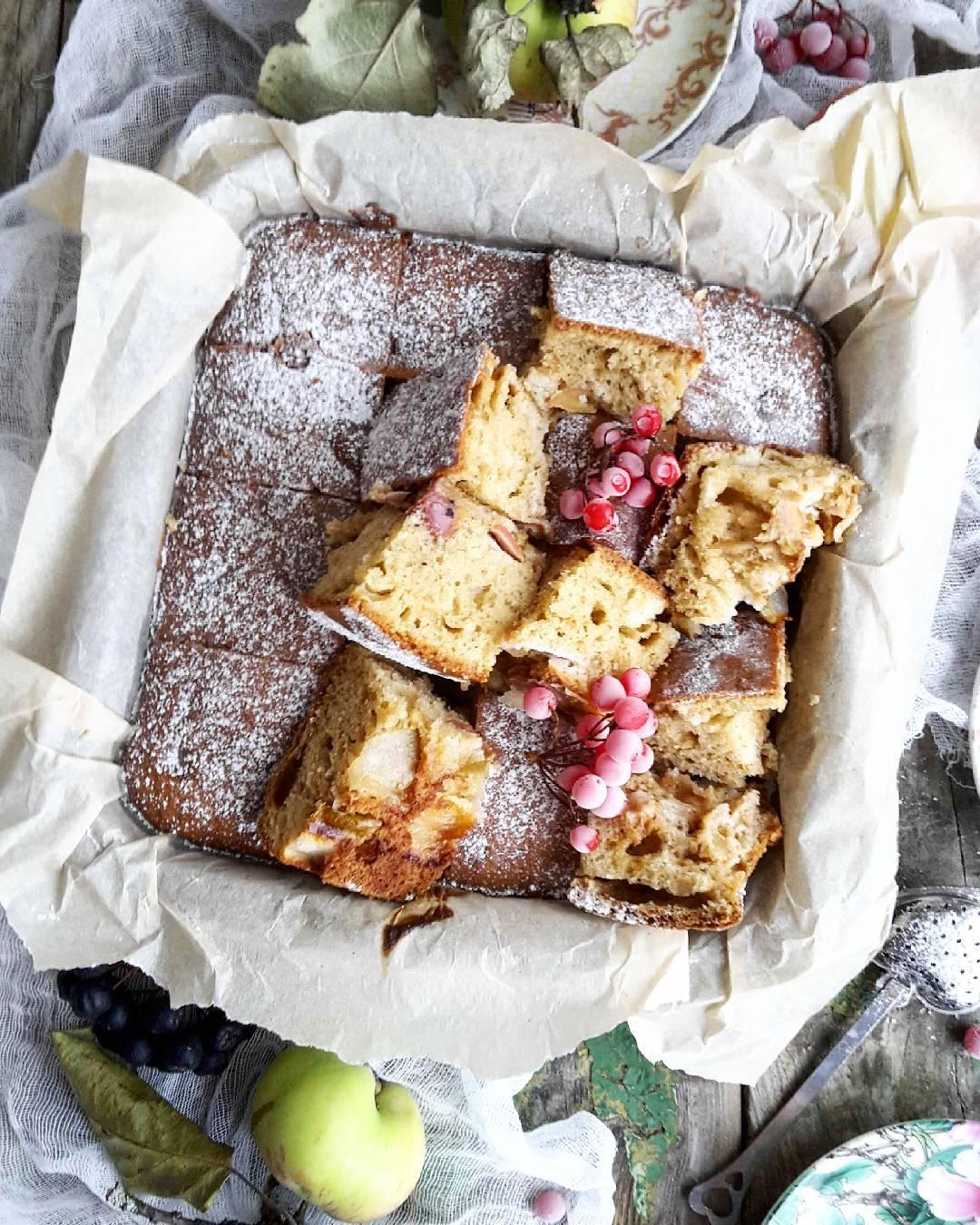 Просто и вкусно! Рецепт грушево-яблочного пирога с творожным сыром