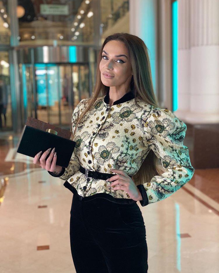 Аппетитная бомба! Алена Водонаева горячо прорекламировала мамину книгу рецептов