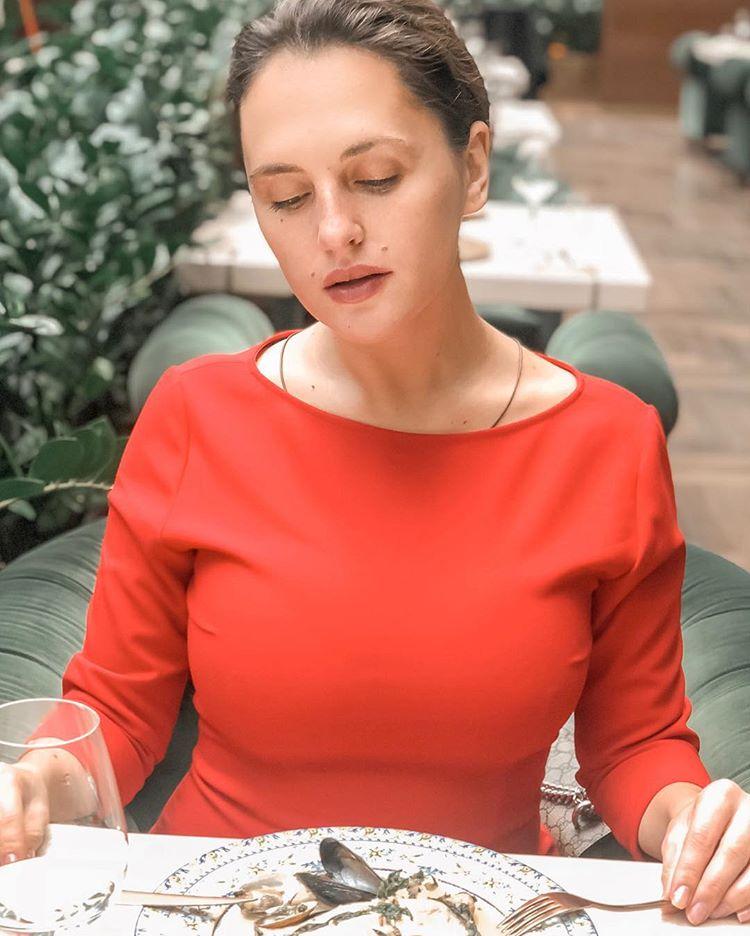 Звезда «Сладкой жизни» Мария Шумакова сверкнула соблазнительным декольте