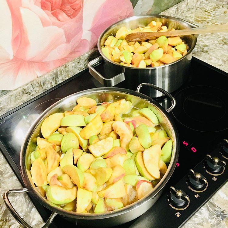 Начинала варить от тоски: Ларису Гузееву порадовало яблочное варенье (поэтому она делится рецептом!)