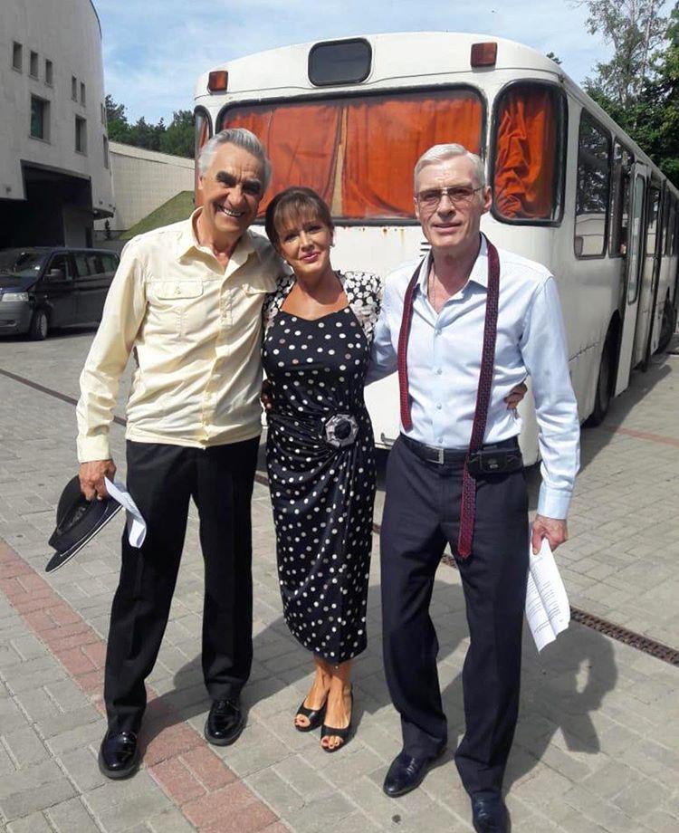 Стройные и моложавые: Елена Проклова обнародовала фото с артистами Васильевым и Щербаковым